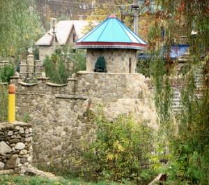 Местное каменное зодчество  в Мирном популярно