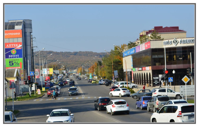 ул.Революции,въезд в город с М4, на переднем плане центральный перекресток